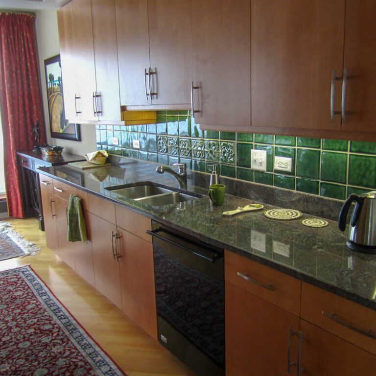 Matching wood and tile-work in the kitchen